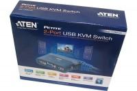 KVM-JÄRJESTELMÄKYTKIN 2X USB+VGA+AUDIO KAAPELEILLA
